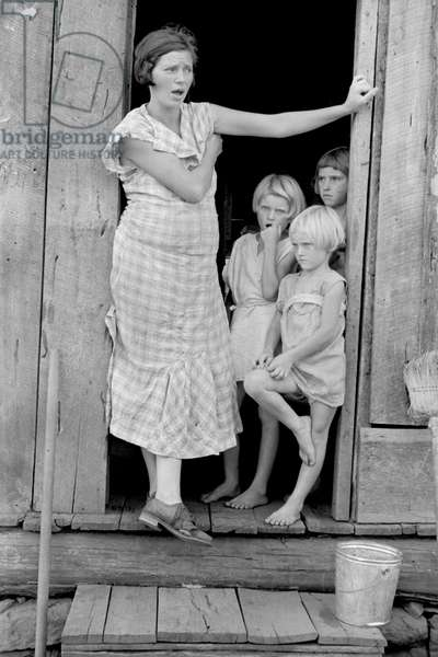 Sharecropper's Wife and Children, Washington County, Arkansas, USA, Arthur Rothstein for Farm Security Administration, August 1935