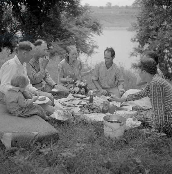 Farm Family having Fish Fry along Cane River on Fourth of July, near Natchitoches, Louisiana, USA, 1940 (b/w photo)