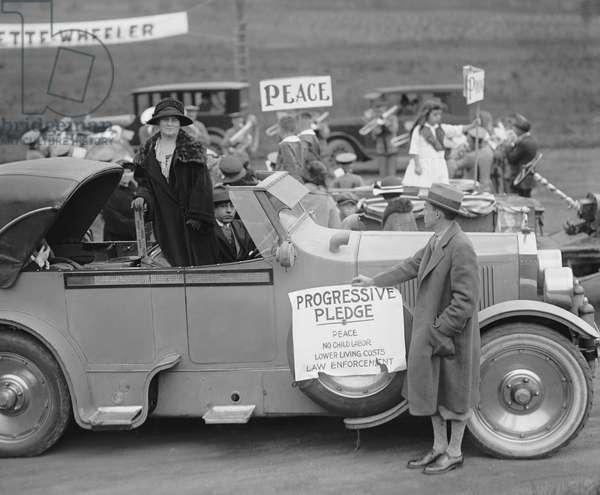 Belle Case La Follette, Campaigning for her Husband, Progressive Party Nominee for U.S. President, Robert La Follette Sr., Mount Lake Park, Maryland, USA, 1924 (b/w photo)
