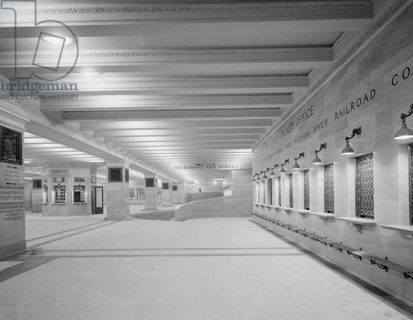 Ticket Windows and Concourse, Grand Central Terminal, New York City, USA, c.1915 (b/w photo)