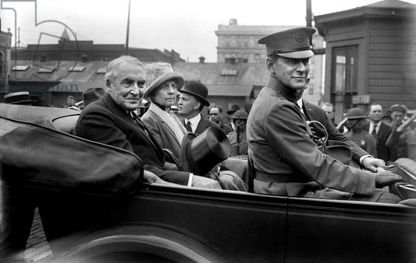 U.S. President Warren G. Harding and First Lady, Florence Kling Harding, Portrait in Backseat of Car, enroute to Military Funeral, Washington DC, USA, Bain News Service, May 1921 (b/w photo)
