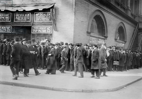 Crowd outside Metropolitan Opera House, New York City, New York, USA, November, 12, 1914