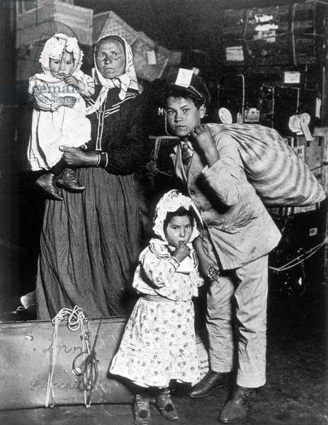 Immigrant Family, Ellis Island, New York, USA, c.1905 (b/w photo)