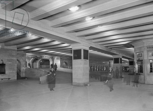 Concourse with Ramp, Grand Central Terminal, New York City, USA, c.1915 (b/w photo)