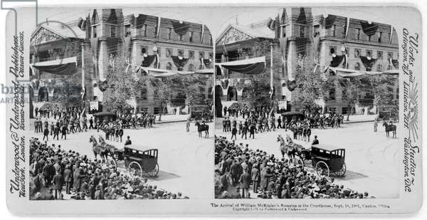 The Arrival of William McKinley's Remains at the Courthouse, Canton, Ohio, USA, Stereo Card, Underwood & Underwood, September 18, 1901 (b/w photo)
