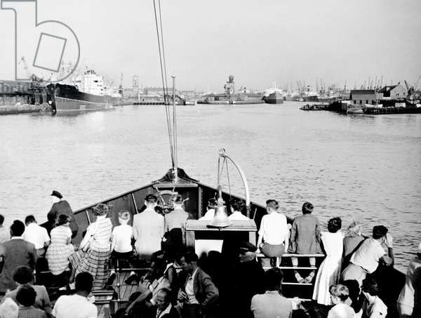 Sailing up the Clyde, 1955 (b/w photo)
