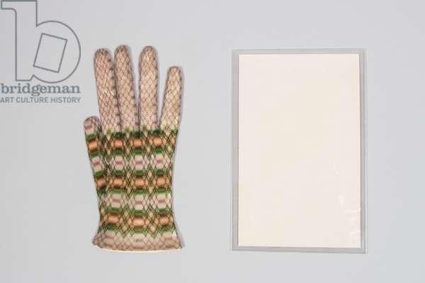 Single knitted glove, 1830-1850 (knitted silk, silk thread)