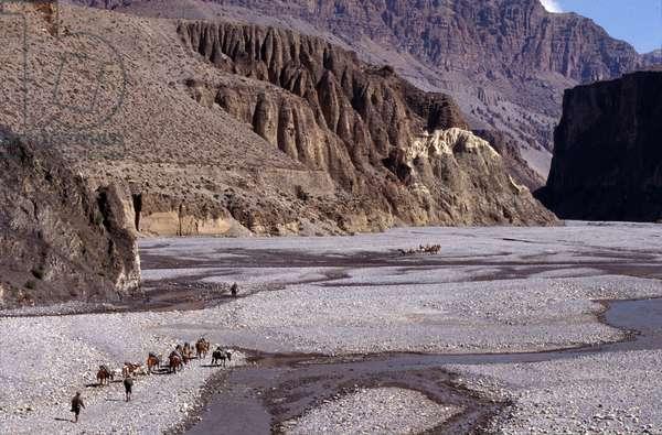 Convoy in the Kali Gandaki Gorges - Nepal