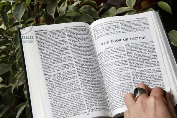Reading the bible, The book of Esther., Paris, France