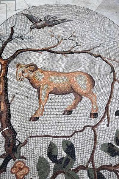 Astral sign mosaic in Galleria Umberto, Napoli: Aries, Naples, Italie