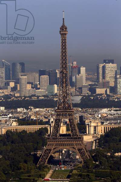 Paris city, The Eiffel Tower with the skyscrapers of La Defense in the background, Paris, France