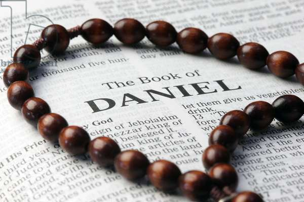 20160121 Holy Bible and rosary The book of Daniel The book of Daniel