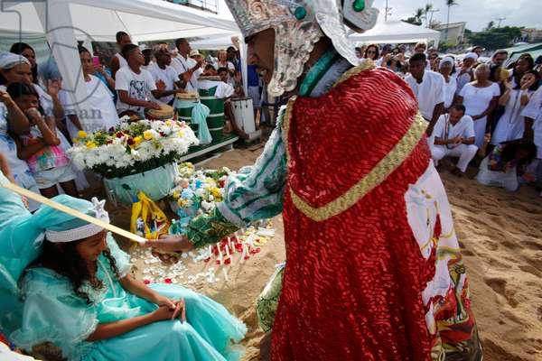 Brazil, Bahia, Salvador : Iemanja festival on Rio Vermelho beach, Entranced devotee embodying orixa Oxoss