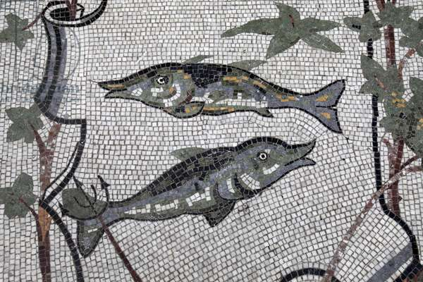 Astral sign mosaic in Galleria Umberto, Napoli: Pisces, Naples, Italie