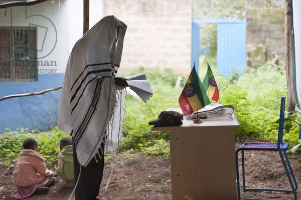 Daily prayer in a small synagogue managed by an association supporting the Beit Israel (jewish) community in Gondar. Gondar Ethiopie