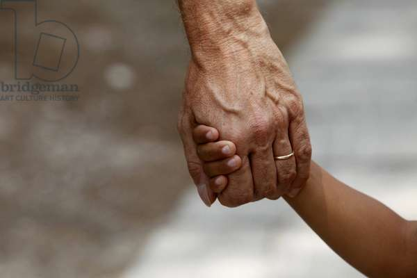 Father and son holding hands, , Italie
