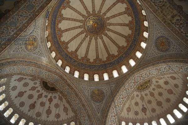 Sultanahmet mosque ceiling, Istanbul, Turquie