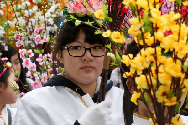 France, Ile-de-France, Paris : Chinese New Year, Girl carrying flowers