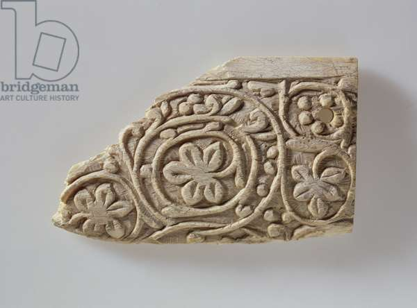 Fragment decorated with leaf tendrils, from Akhmim, 6th-7th century (bone)