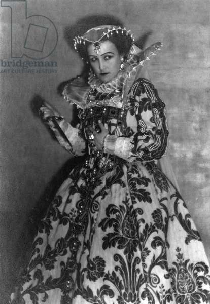 Fay Compton in role as Mary, Queen of Scots for  The Loves of Mary queen of Scots', signed photo 1923