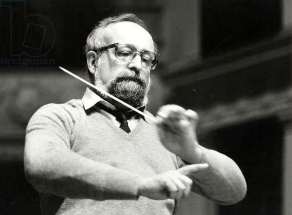 Krysztof Penderecki conducting with