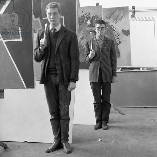 'Artists en garde', the artists Derek Boshier and David Hockney posing at the Royal College of Art in 1962 (photo)