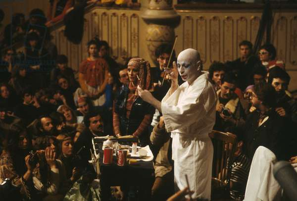 Choreographer mime Lindsay Kemp during a makeup class in 1983