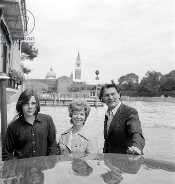 THE ACTOR JACK PALANCE WITH HIS WIFE AND SON AT INTERNATIONAL FILM FESTIVAL IN VENICE - 1962