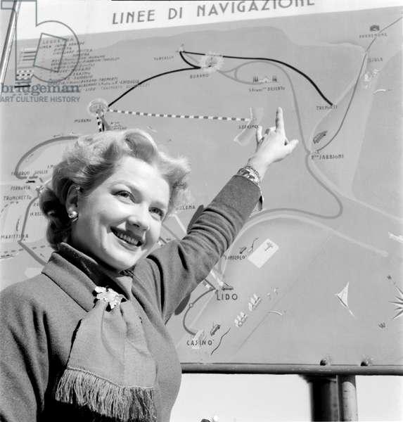 THE ACTRESS ANN BAXTER IN VENICE - 1953