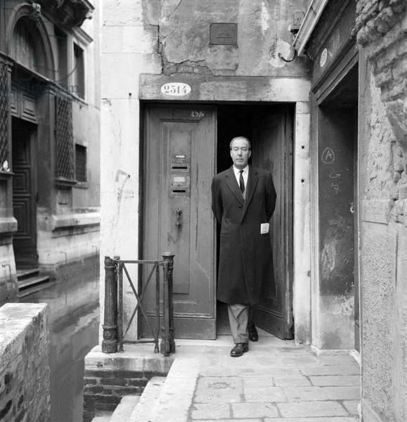 THE WRITER PIER ANTONIO QUARANTOTTI GAMBINI IN VENICE - 1964