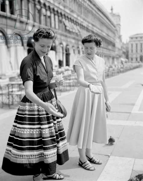 THE WIFE OF VINCENT AURIOL PRESIDENT OF FRANCE (1947 - 1954) VENICE- 194?