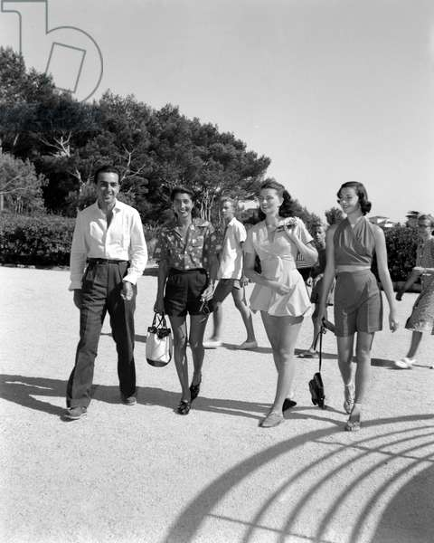 THE COUNT LILLIO RUSPOLI, THE COUNTESS CONSUELO O 'CONNOR, WIFE OF THE COUNT RUDY CRESPI, THE COUNTESS DOMITILLA RUSPOLI AND THE COUNTESS MARIA BORBONE PARMA (women wear shorts) - CAP D'ANTIBES - 195?