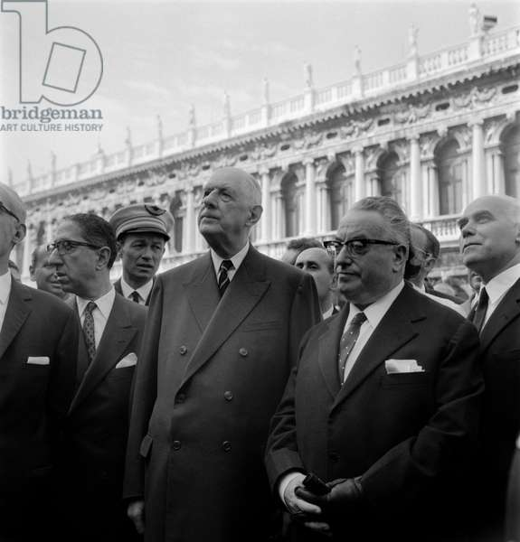 French President CHARLES DE GAULLE visiting Venice meets Mayor GIOVANNI FAVARETTO-FISCA (FAFAFARETTO FISCA) in St. Mark's Square (San Marco). 1967