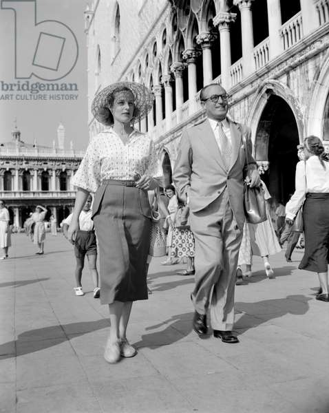 THE ACTOR HAROLD LLOYD WITH HIS DAUGHTER GLORIA IN VENICE - 1951