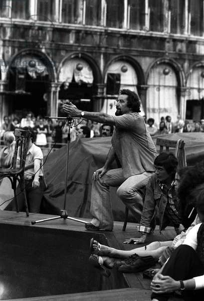 VENICE 1975 CHOREOGRAPHER MAURICE BEJART IN SAN MARCO SQUARE