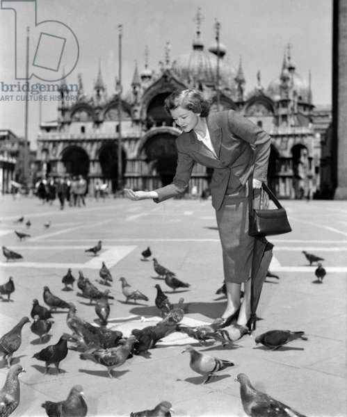 THE ACTRESS MYRNA LOY IN VENICE (St. Mark's Square, San Marco) - 1949