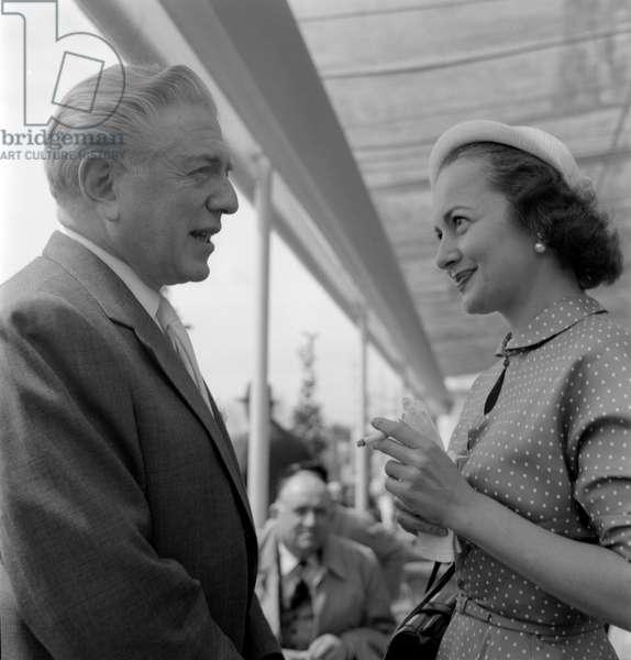 THE ACTRESS OLIVIA DE HAVILLAND WITH THE DIRECTOR ANATOLE LITVAK AT THE XIV INTERNATIONAL FILM FESTIVAL IN VENICE LIDO - 1953