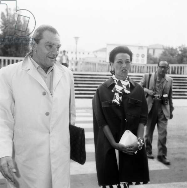 The LUCHINO VISCONTI realizer with a Louis Vuitton pouch in Venice 1967