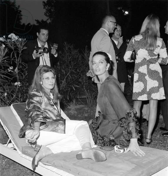 THE ACTRESSES CAPUCINE AND MAGALI NOEL AT THE INTERNATIONAL FILM FESTIVAL IN VENICE - 1969