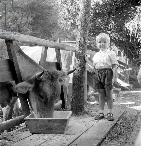 PRINCESS MARIA PIA DI Savoia's (savoie) SON (Dimitri or Michel (Michele) AT HOME IN THE VILLA IN PRATOLINO - 1961