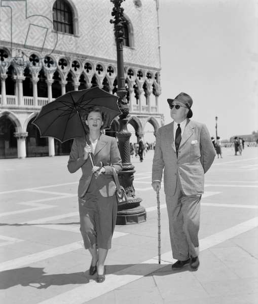 THE ACTRESS MYRNA LOY WITH HER HUSBAND GEN MARLEY IN VENICE - 1954