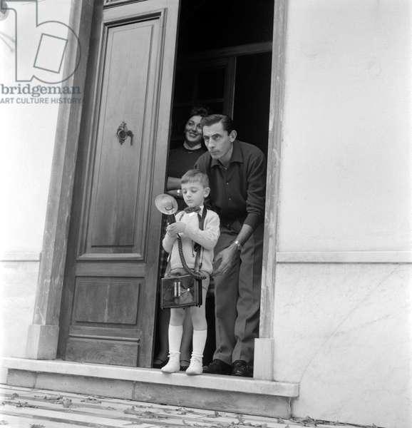 THE CHAMPION CYCLIST FALTO COPPI AT HOME WITH HIS PARTNER GIULIA OCCHINI AND THEIR SON ANGELO FAUSTO - NOVI LIGURE - 1960