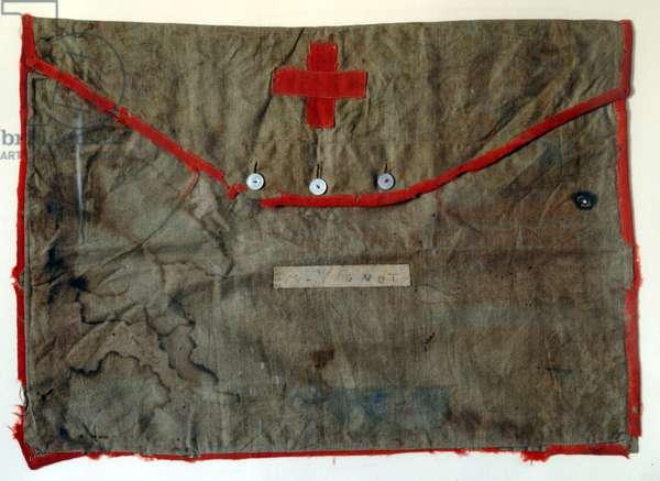Commune de Paris: bag of a volunteer of the Red Cross in fabric. Dim. 52x36 cm 1871