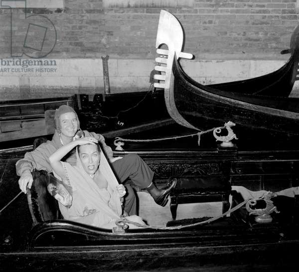 THE ACTRESS GLORIA SWANSON WITH BLACKWELL IN GONDOLA IN VENICE - 1954