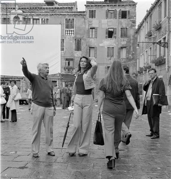 """THE """"GIORNATE DEL CINEMA ITALIANO"""" AGAINST THE VENICE FILM FESTIVAL: THE ACTRESS FLORINDA BOLKAN (in elephant paws) WITH THE SCREENWRITER UGO PIRRO -"""