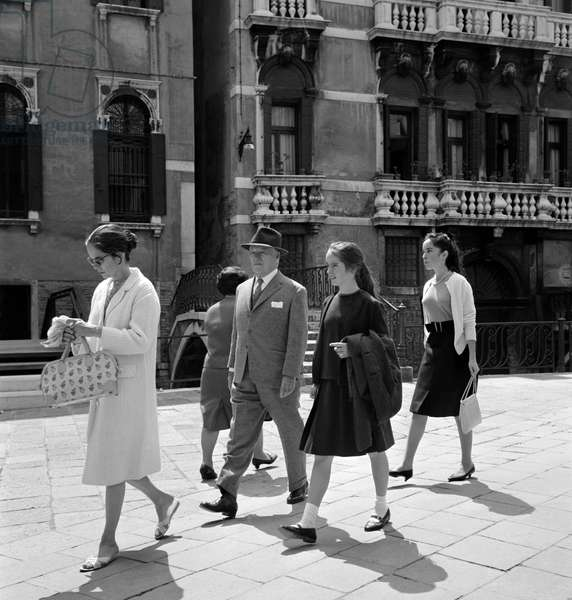 THE ACTOR AND DIRECTOR CHARLIE CHAPLIN WITH HIS WIFE OONA O'NEILL AND HIS DAUGHTERS (Geraldine or Josephine or Victoria?) - VENICE - 1963
