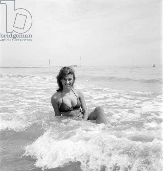 THE ACTRESS ELENA VAN DE CAMPOS AT VENICE LIDO BEACH - 1969