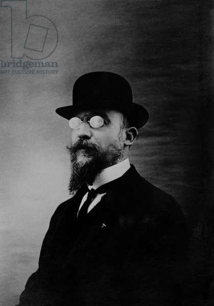 Portrait of the French composer ERIK SATIE (1866-1925)