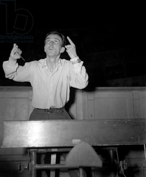 """THE CONDUCTOR IGOR MARKEVICH (Markevich) IN THE LA FENICE THEATRE DURING THE REHEARSAL OF THE ORPHEUS"""" BY IGOR STRAVINSKIJ (Stravinsky, Stravinsky) - VENICE - 1948"""