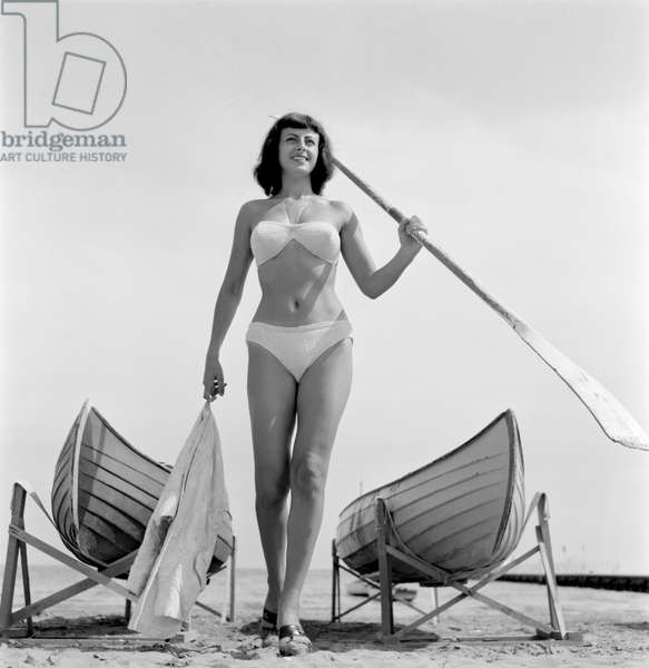 THE ACTRESS LILLY GRECO AT VENICE LIDO BEACH - 1953
